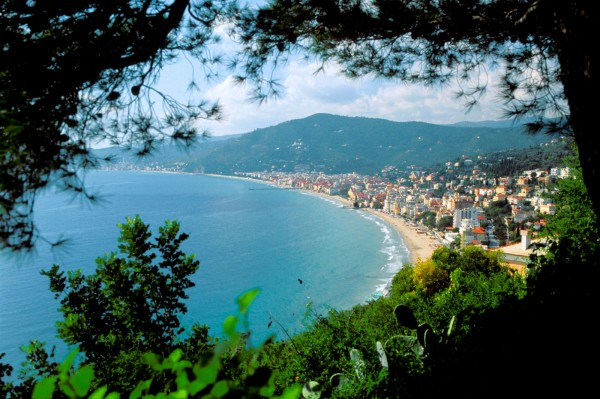 Matrimonio Spiaggia Alassio : Punta crena spiaggia in liguria mappa beachoo