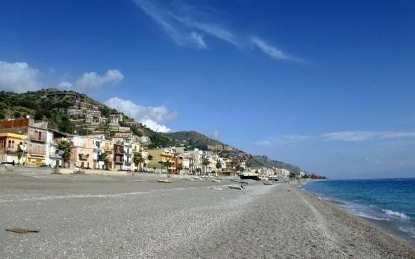 Giardini naxos beach in sicily beachoo - B b giardini naxos economici ...