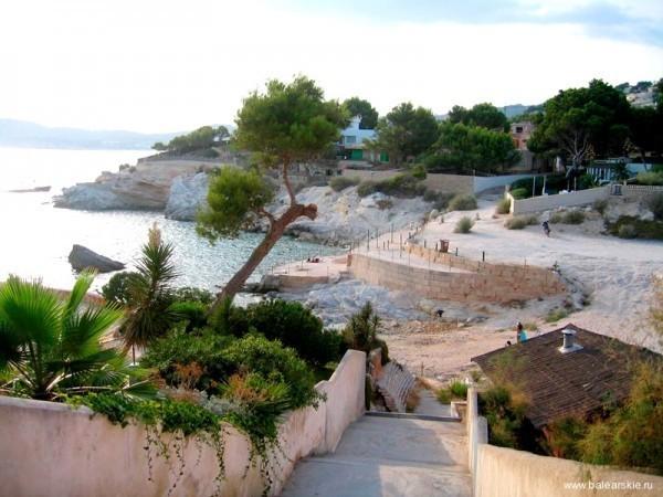 Calvi beaches map near beachoo for Cala egos piscina natural